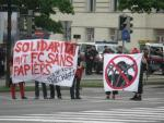 Protest in front of deportation prison on May 1st in Vienna