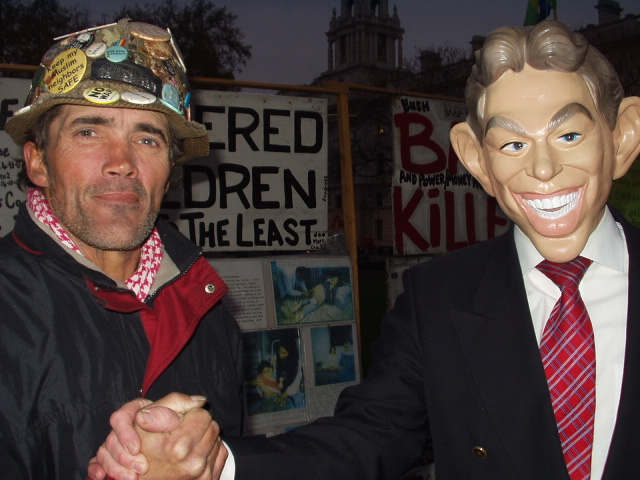 Tony Blair apologises to Brian for the attack on Iraq!