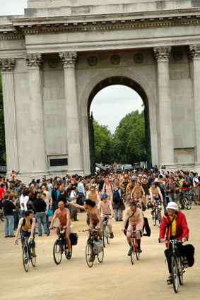 Protesters at Wellington Arch