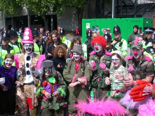 [Picture report] Clown Army conquers Edinburgh
