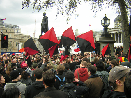 Autonomous Bloc re-assembled in Trafalgar Sq after the cops took the Soundsystem