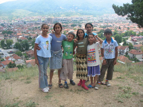 Photos from workshop with Roma children on AA caravan, Macedonia