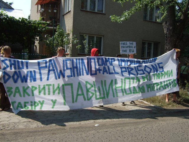 demonstration outside the offices of immigration services in Uzghorod