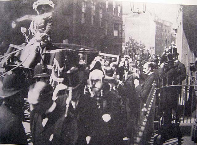"""The Judge leaves the 'Judge's Lodgings' in procession to Guildhall. 1895"