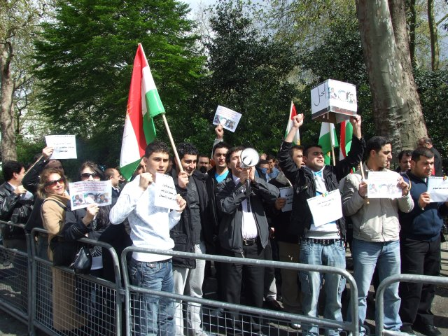 shouting anti-Syrian government slogans