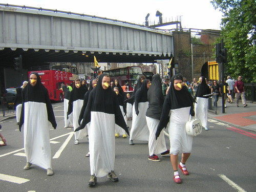 Penguins invading the southern end of London Bridge ...