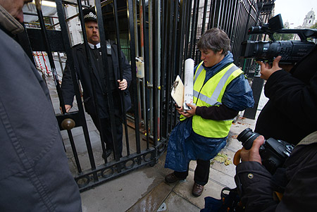 Handing in the Peace Plan at Downing Street.