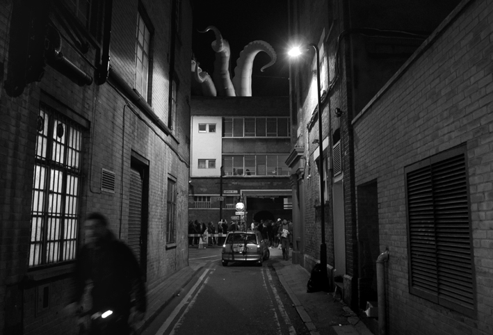 muTATE BRITAIN opening night. Crowd + rooftop tentacles. 2008
