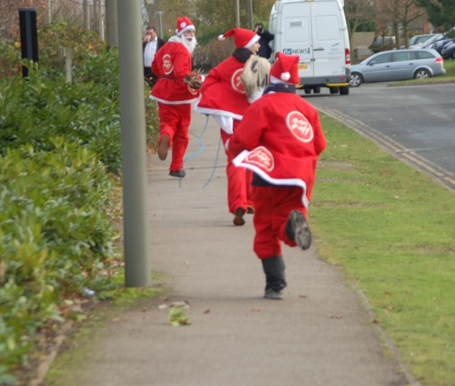 santas flee to drop in another day