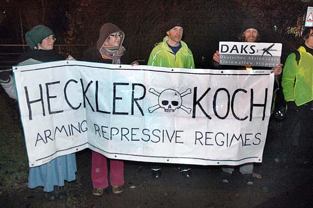 Protest vor dem H&K Werkstor in Nottingham