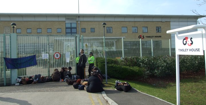 Tinsley House blockaded against Iraq return flight - photo at gates