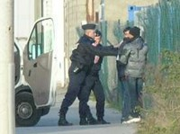 Police arrest Afghani people in Calais