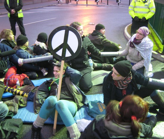 Aldermaston blockade, Feb 2010 (D. Viesnik)