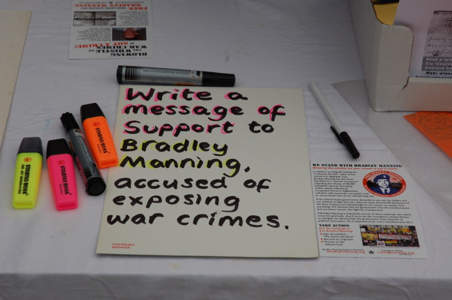 write a message of solidarity to bradley manning