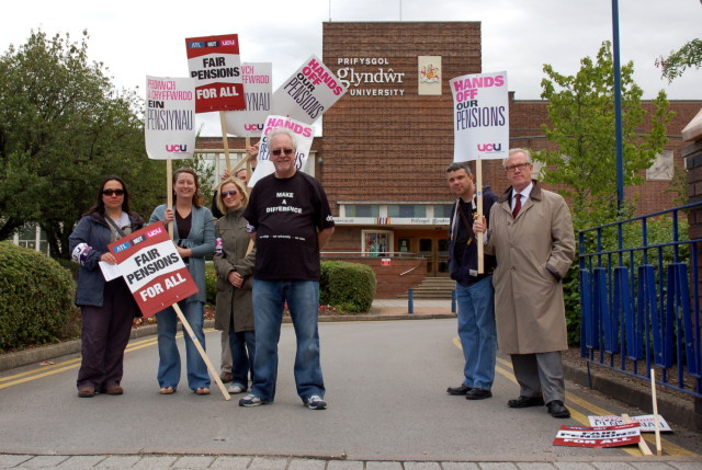 Picket of Glyndwr University by UCU members