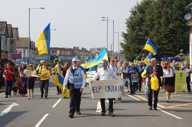 Counter demo (ignoring history) asks NATO to bring peace to Ukraine